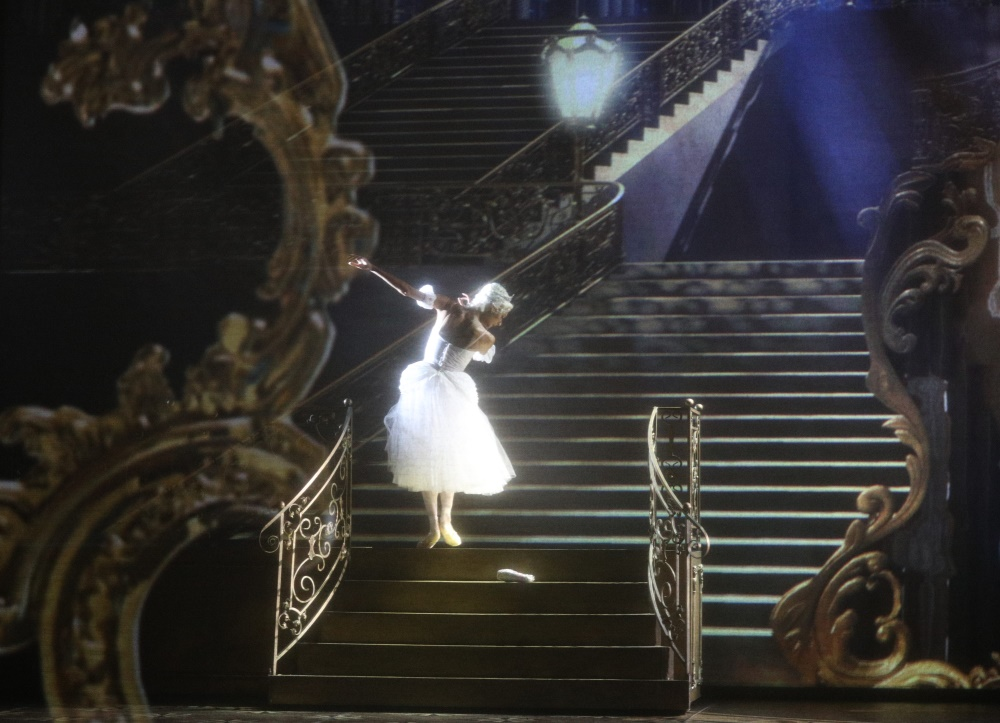 https://www.mikhailovsky.ru/upload/iblock/130/cinderella_15.jpg